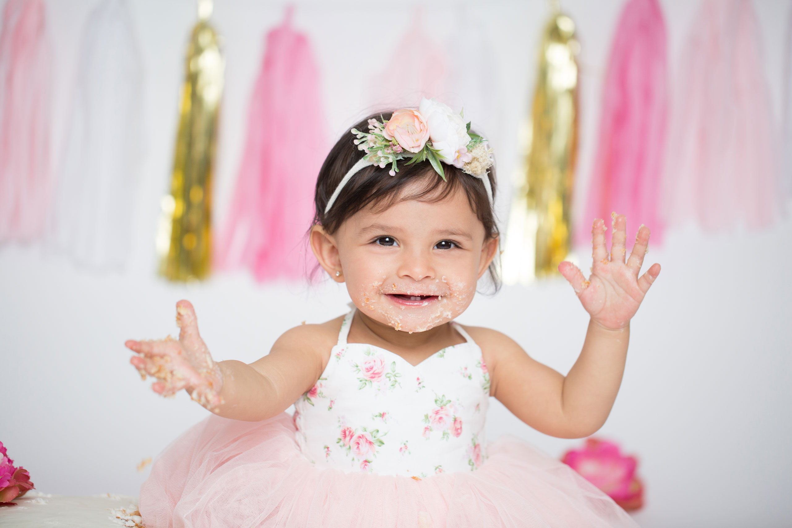 First year birthday photoshoots cake smash as many of you know my photography studio that is located in los angeles california is specializing on