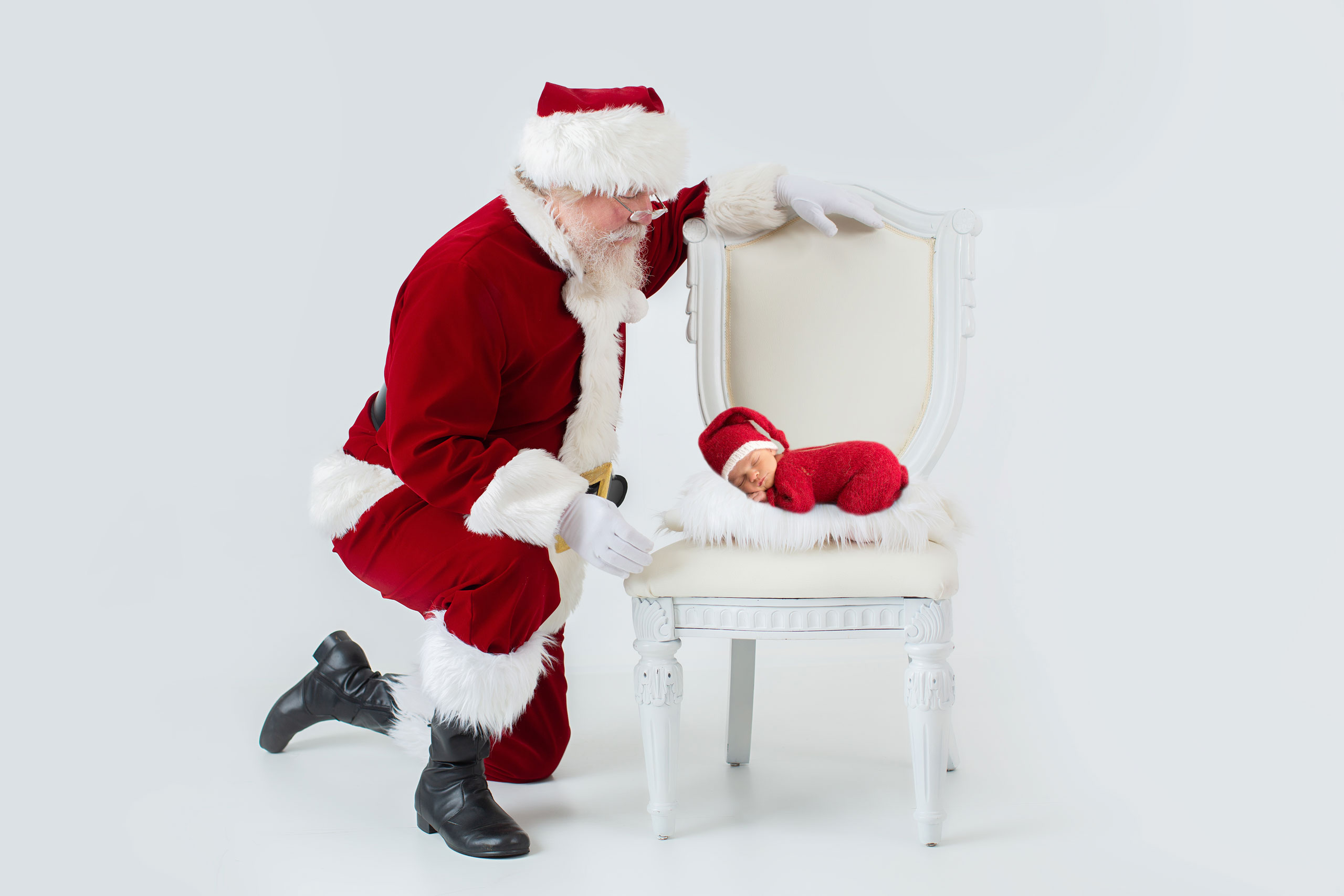 baby Santa photograph taken in Los Angeles by Ramina Magid Photography