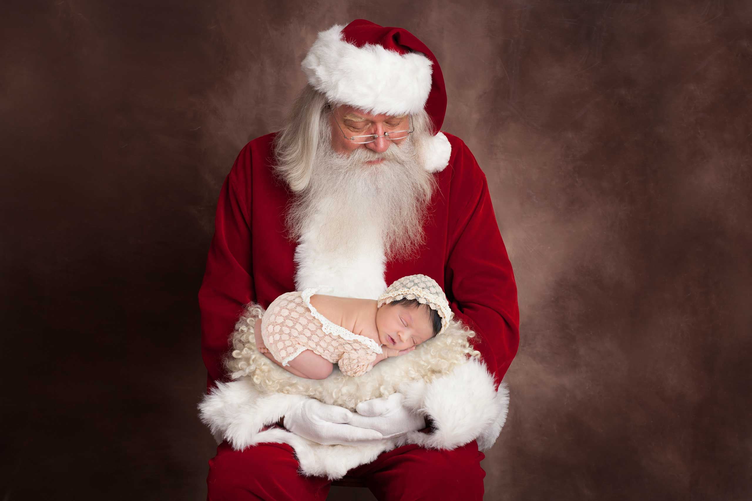 baby Santa photograph taken in Los Angeles by Ramina Magid Photography