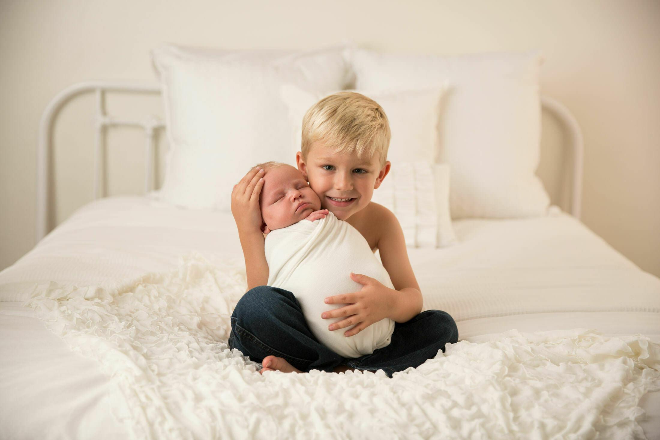 los angeles newborn sibling photo photographer 1