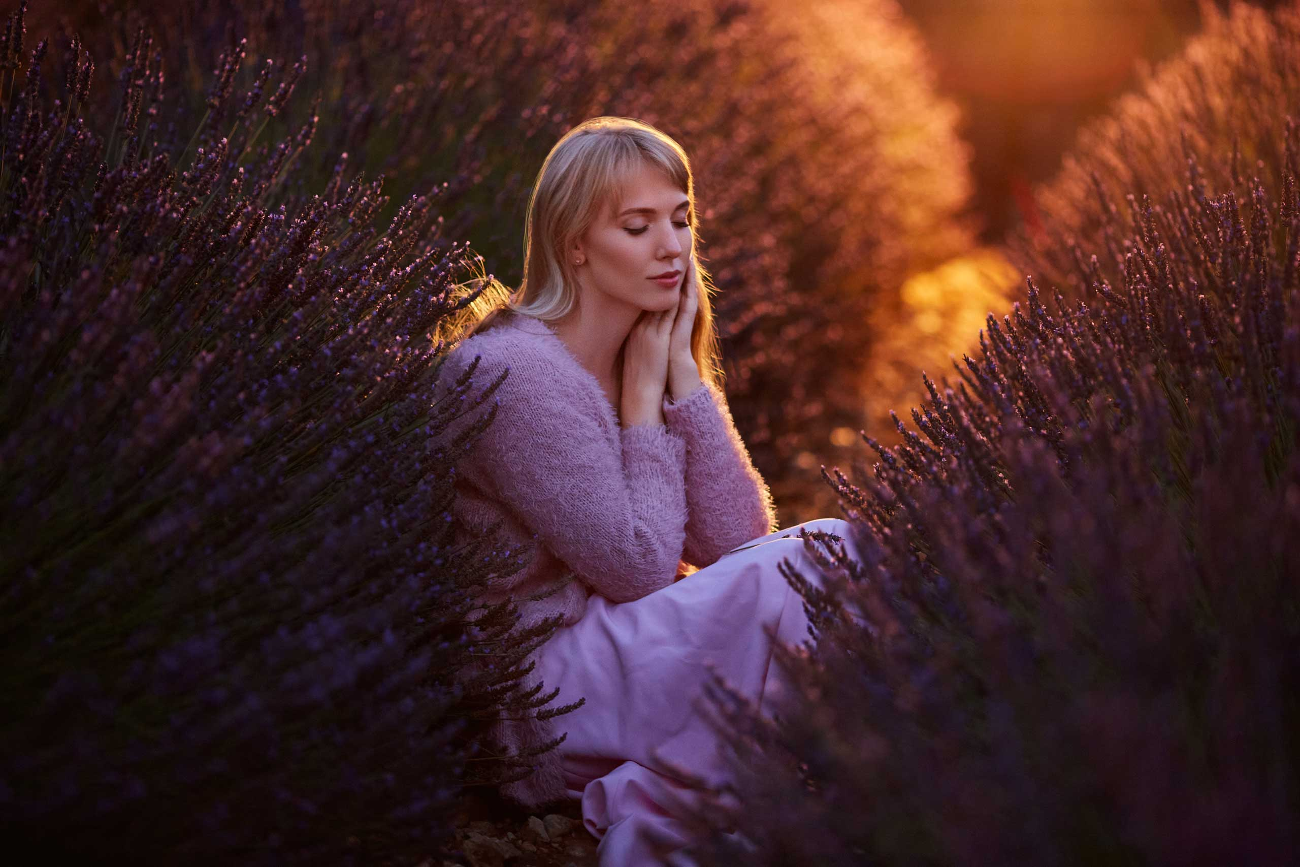 maternity photo session taken by Ramina Magid Photography in Provence lavender fields